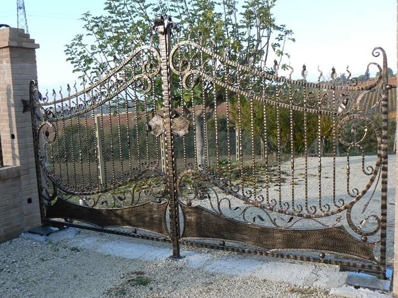 Punime hekuri dyer angjo decoration art dhe tradite for Cancelli in ferro battuto immagini